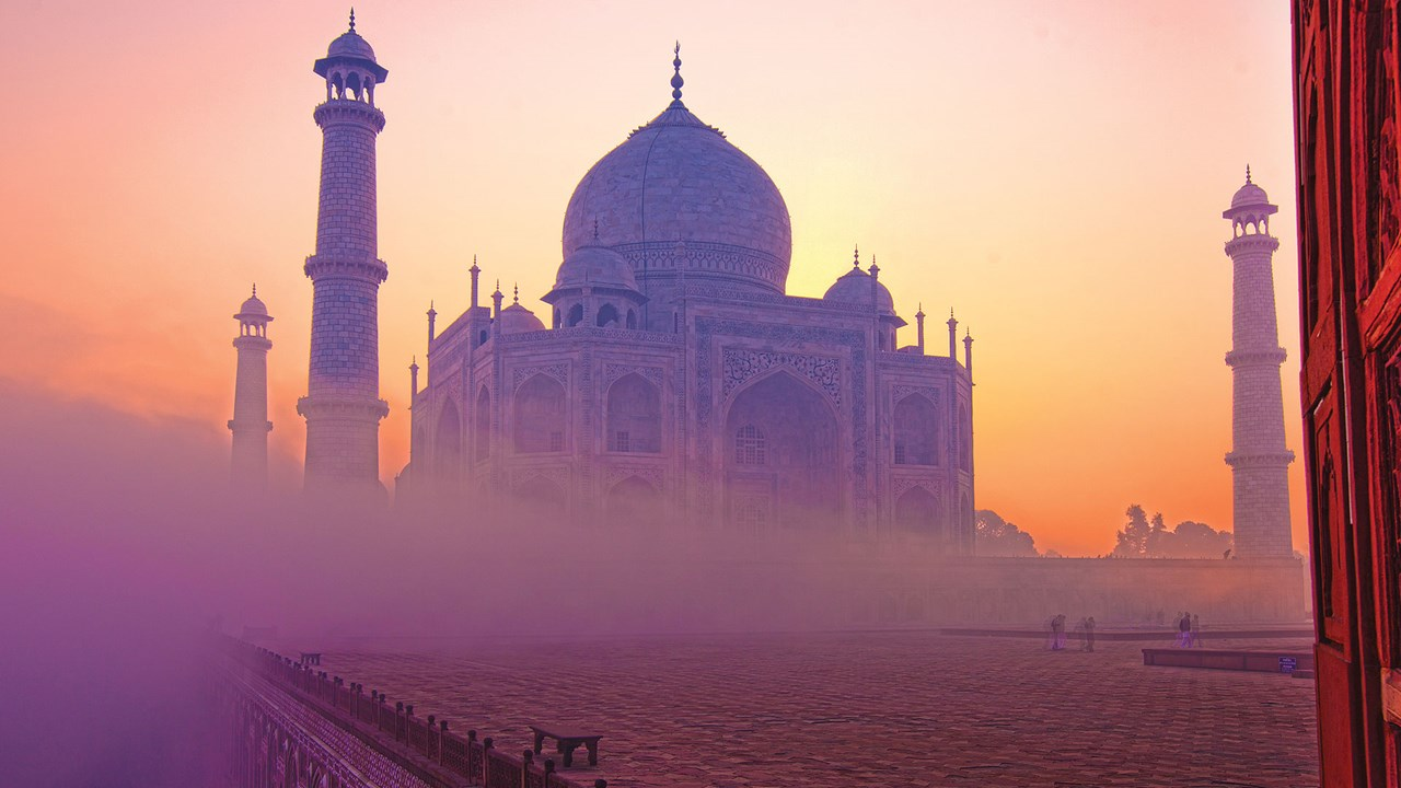 taj mahal color changes with light