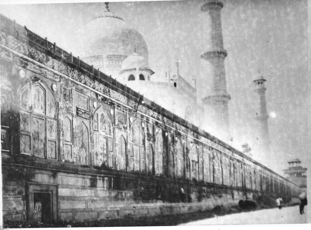 black and white design of taj mahal