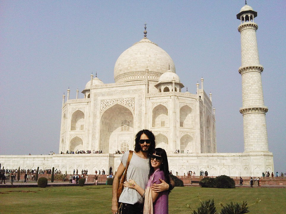 russell brand and kate perry at taj mahal