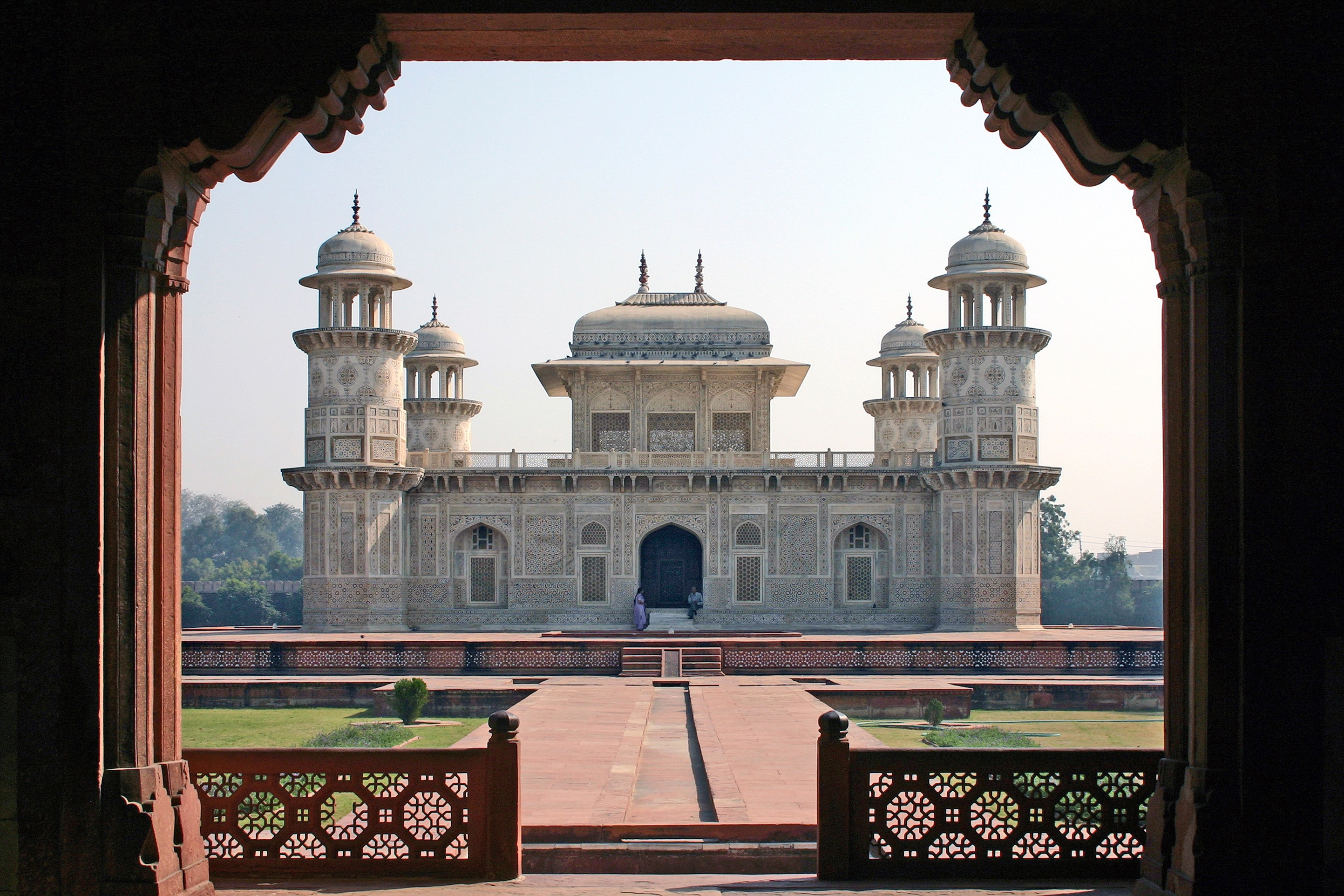 tomb of itmad-ud-daulah, trip to ideal cities of north india