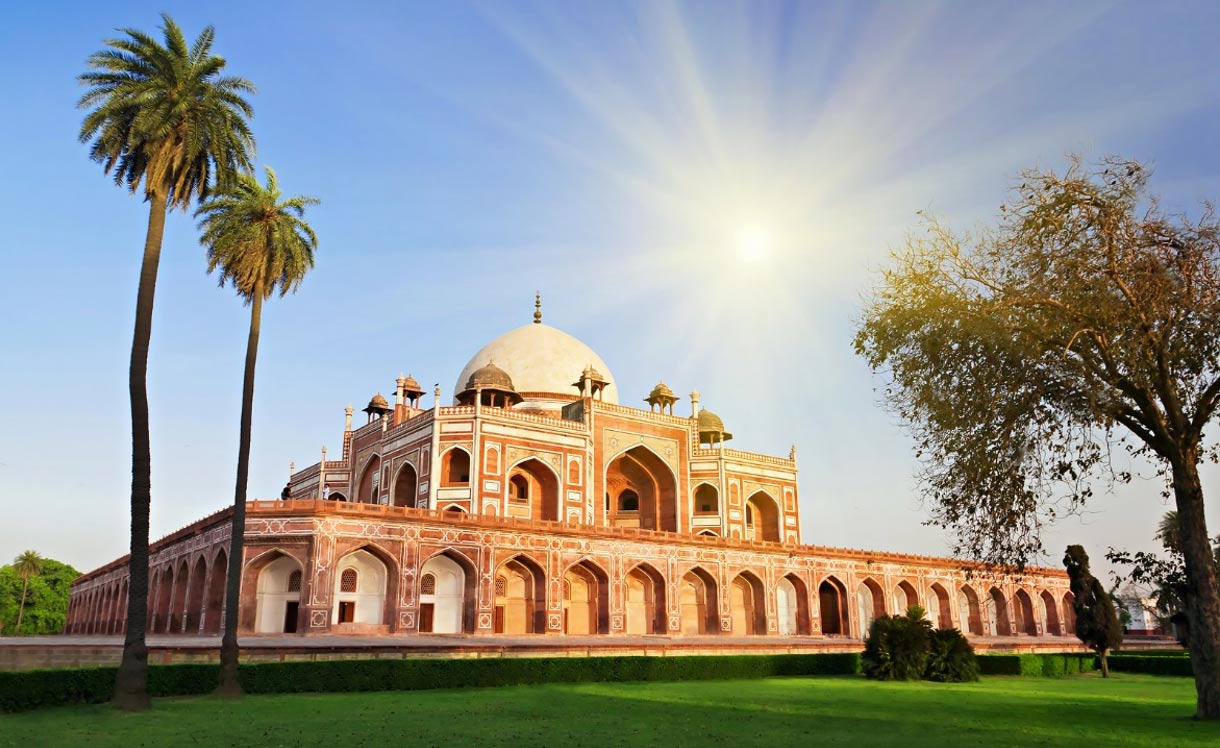 humayuns tomb - place of attractions in delhi