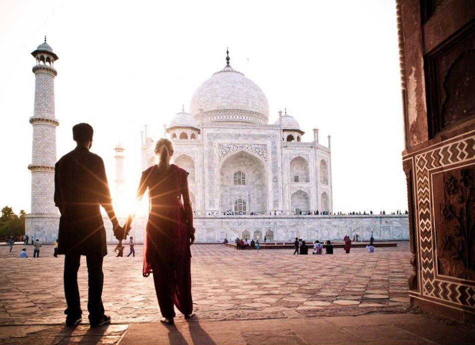 couple standing in agra, trip to ideal cities of north india