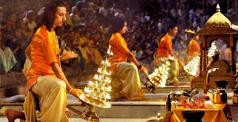 ganga aarti in evening in varanasi, trip to ideal cities of noth india